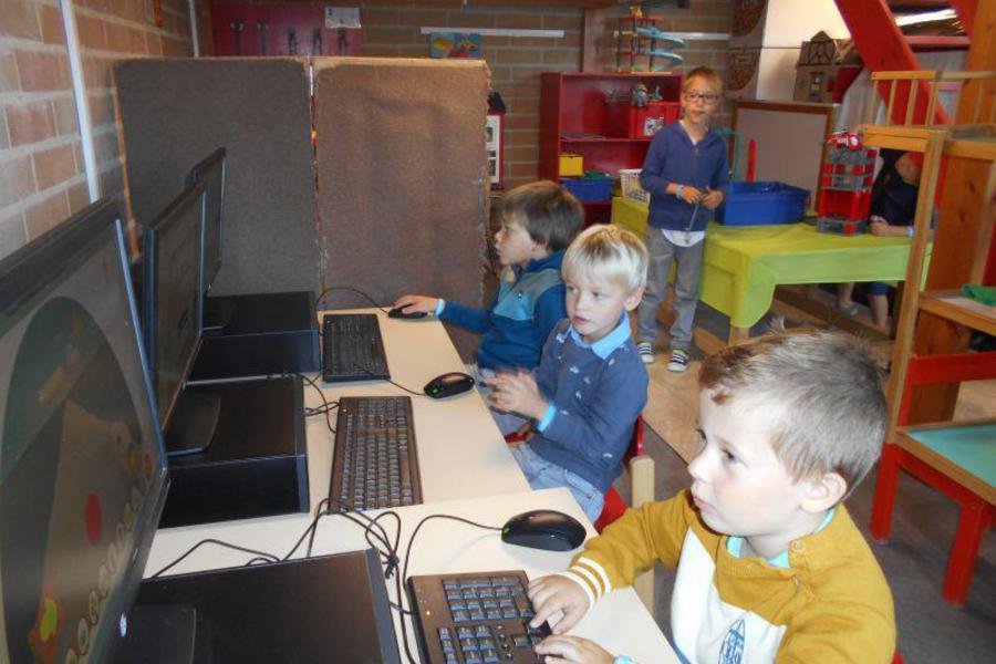 aan de computer